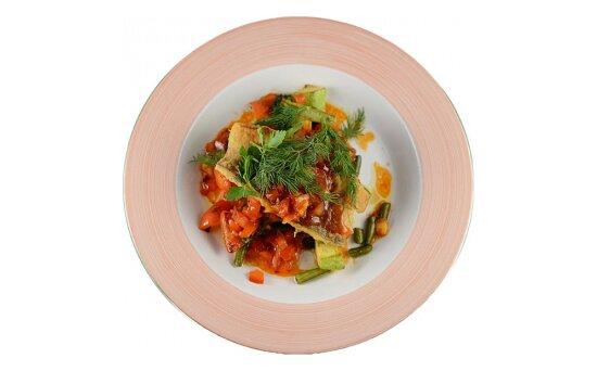 Судак с овощным рататуй