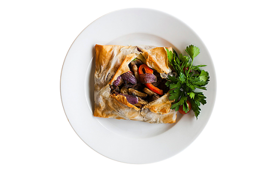 Баранина с овощами в тесте «Фило»