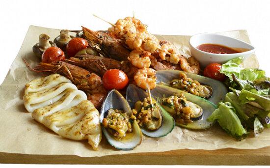 Ассорти из морепродуктов с соусом «Чили»