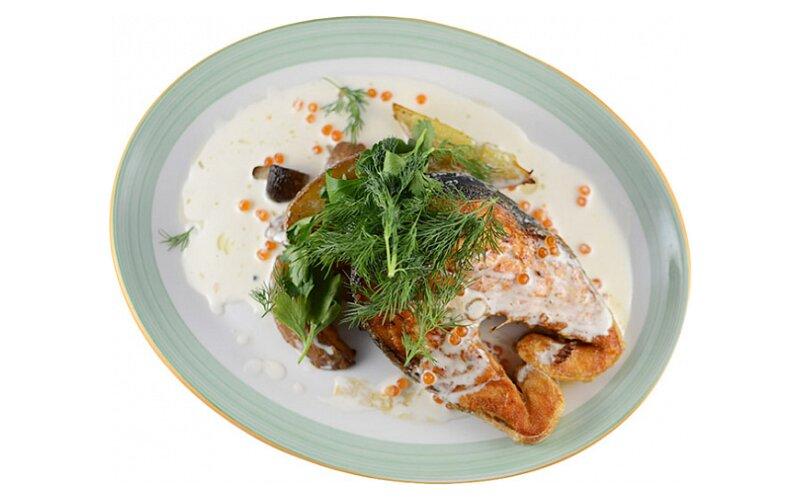 Стейк семги в сливочно-икорном соусе
