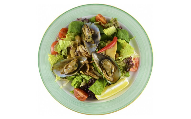 Салат «Морепродукты» в устричном соусе