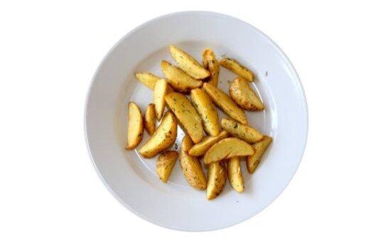 Картофельные дольки с чесноком и зеленью