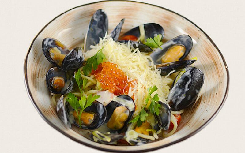 Паста с мидиями в сливочно-винном соусе