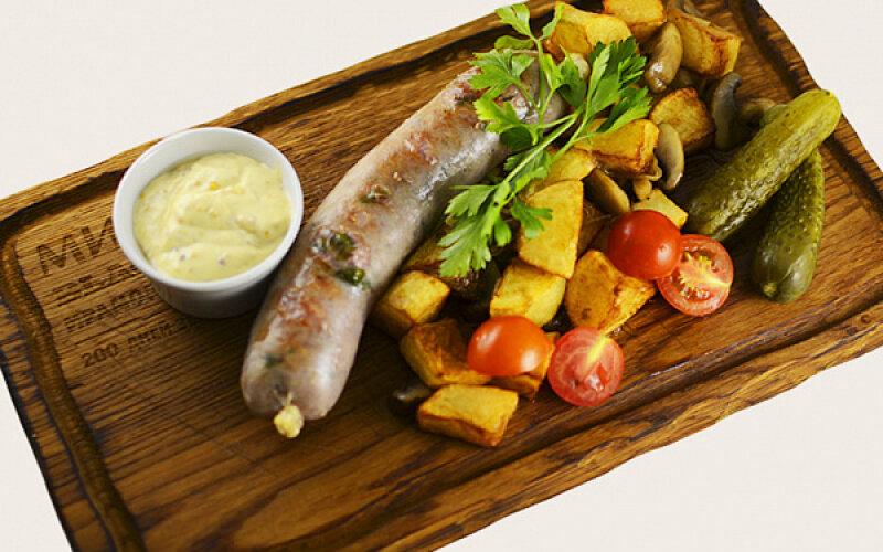 Колбаска из говядины и свинины с картофелем и грибами