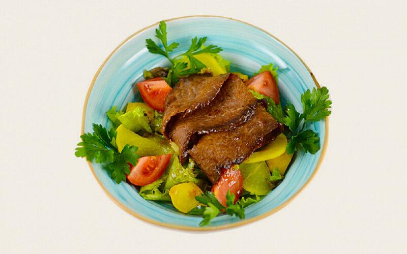 Салат «Капричозе» с говядиной