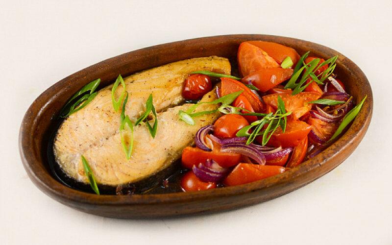 Стейк семги с овощами