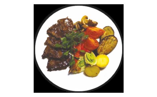 Брозатто из говядины в мясном соусе с печеными овощами