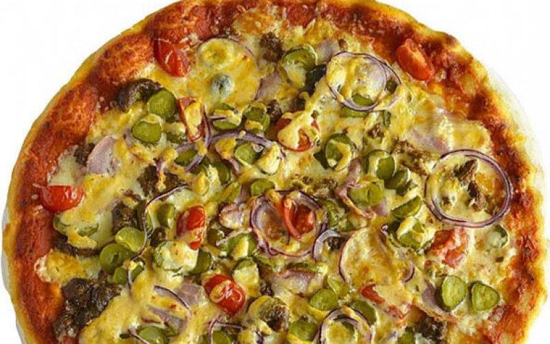 Пицца с беконом и говядиной