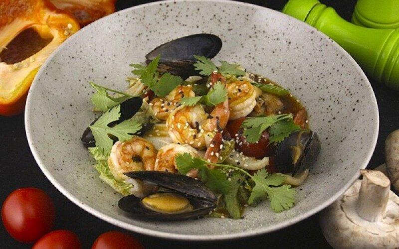 Морепродукты Вок с овощами