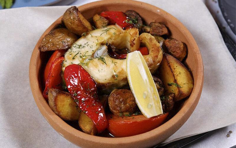 Осетрина запеченная с картофелем