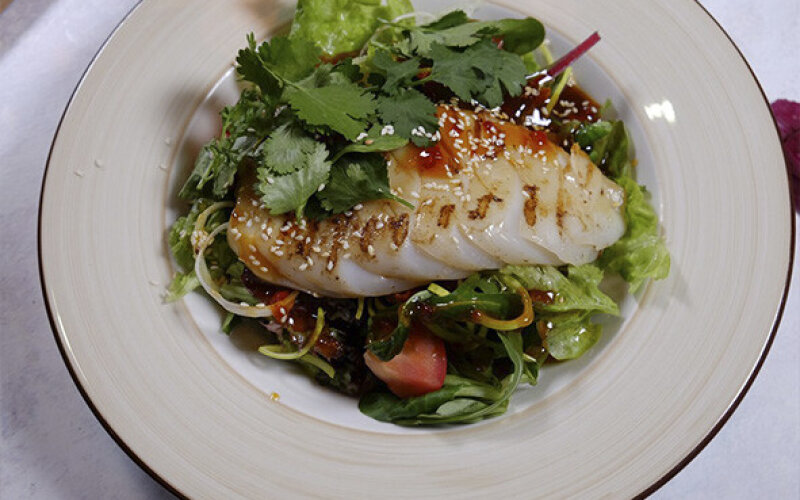 Салат с кальмаром и устричным соусом