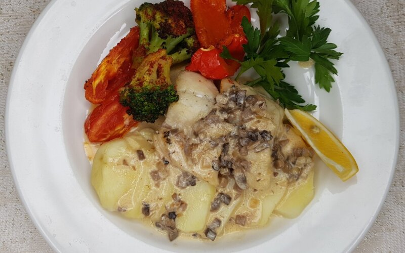 Филе судака  со сливочным соусом