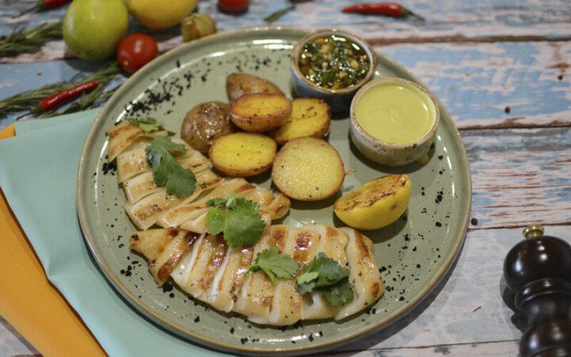 Кальмар-гриль с двумя соусами