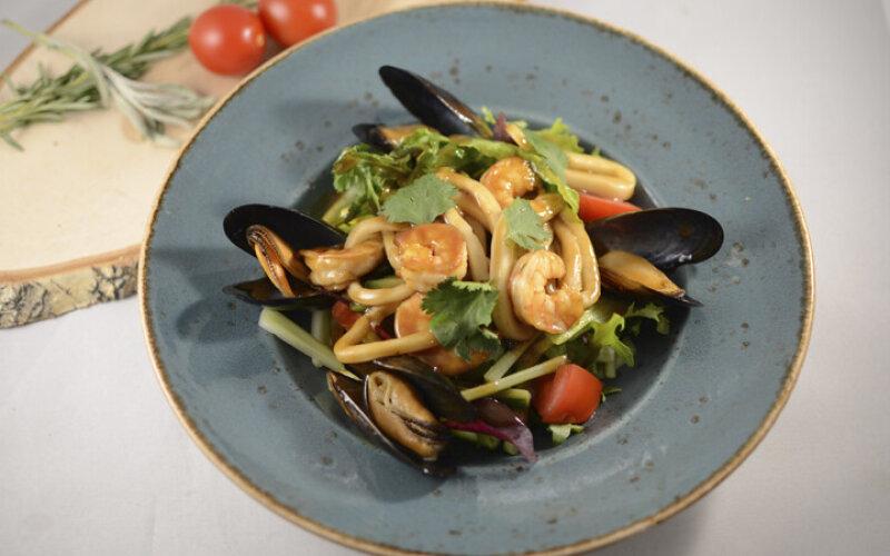 С морепродуктами и устричным соусом