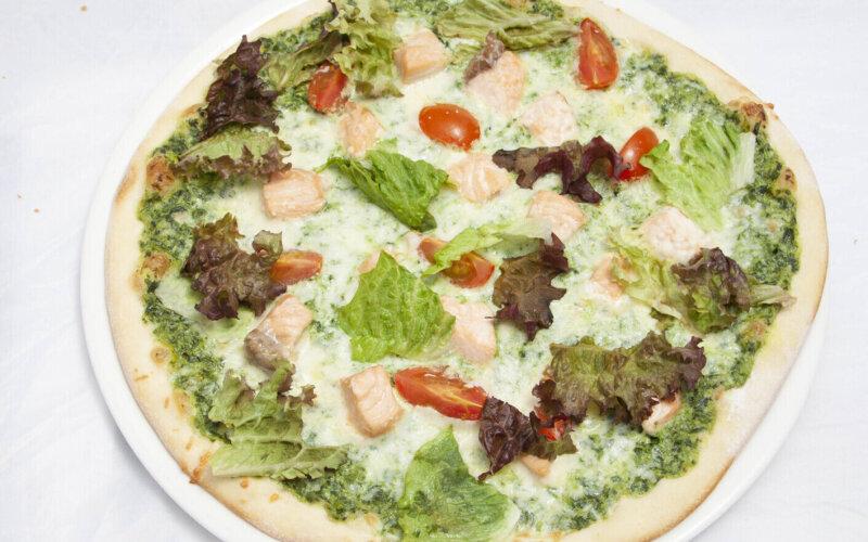 Пицца с семгой и шпинатом