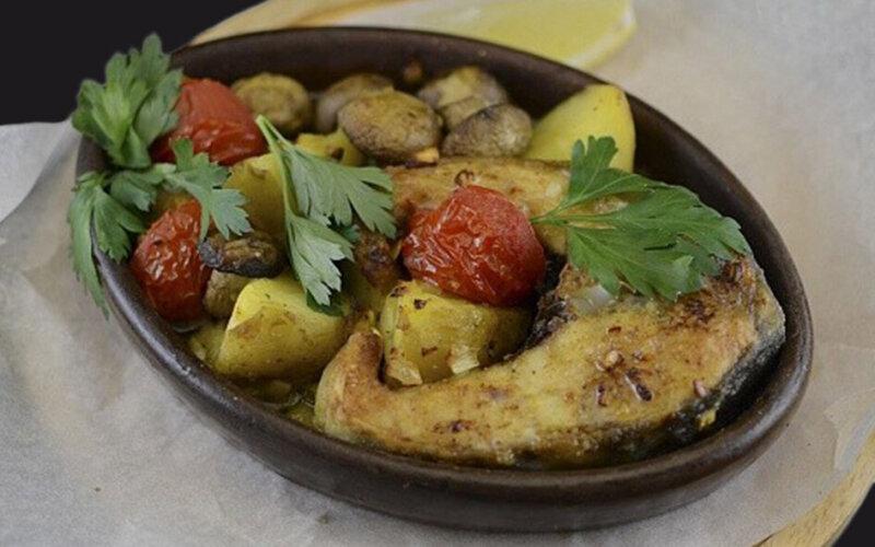 Жареная осетрина с овощами в Кеци