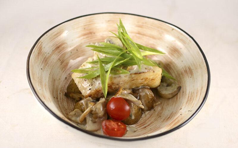 Филе судака в сливочно-грибном соусе