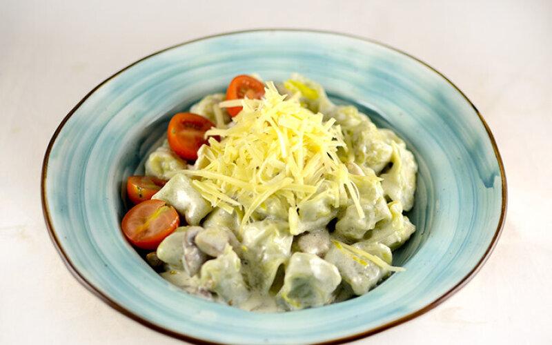 Тортеллини из индейки со сливочно- грибным соусом