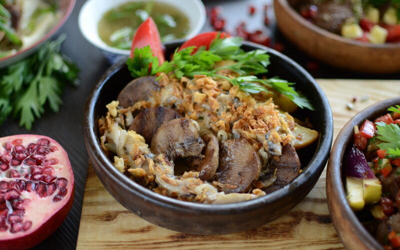 Бараньи язычки в сливочно-грибном соусе