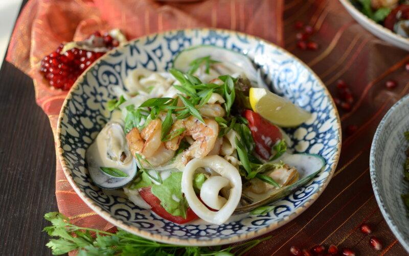 С морепродуктами  в сливочном  соусе