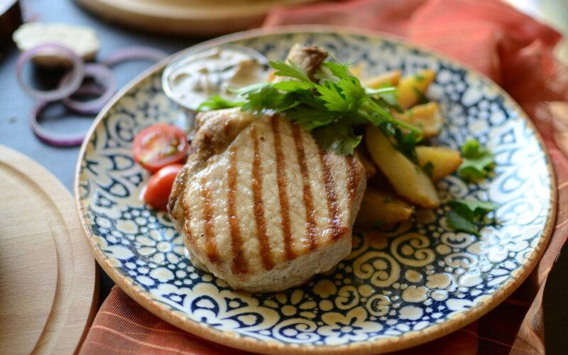 Свиная корейка с картофелем